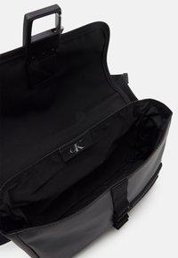 Calvin Klein Jeans - WAISTBAG - Ledvinka - black - 2