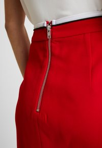 Mossman - HIGH ROLLER SKIRT - Pencil skirt - crimson - 4