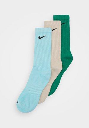 EVERYDAY PLUS CREW 3 PACK UNISEX - Sports socks - rattan/green noise/copa