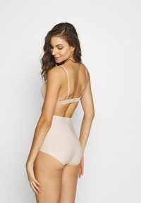 Triumph - MEDIUM SERIES HIGHWAIST PANT - Intimo modellante - nude/beige - 2