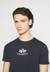 Alpha Industries - Print T-shirt - blue - 3