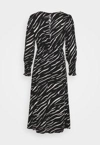 New Look Petite - SHIRRED DETAIL ZEBRA MIDI DRESS - Day dress - black - 8