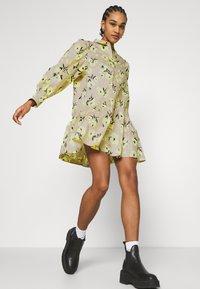 EDITED - RYLEE DRESS - Shirt dress - beige/mischfarben - 4
