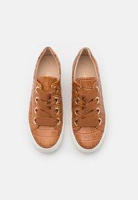 Gabor Comfort - Sneakers laag - cognac/gold - 5
