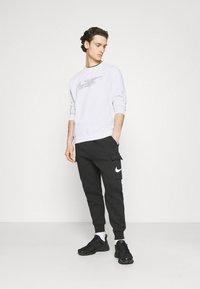 Nike Sportswear - COURT CREW - Sweatshirt - white - 1