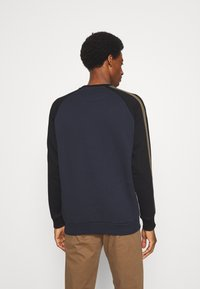 Lyle & Scott - COLOUR BLOCK CREW - Sweatshirt - dark navy - 2