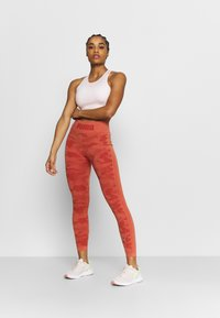 Puma - EVOKNIT SEAMLESS LEGGINGS - Medias - autumn glaze - 1