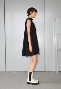 Victoria Victoria Beckham - SLEEVELESS MINI SHIFT DRESS - Sukienka koktajlowa - black - 2
