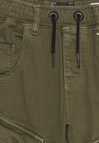 Vingino - CALANDO - Cargo trousers - army green