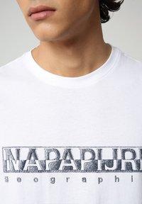 Napapijri - SALLAR - T-shirt med print - bright white - 2