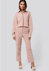 NA-KD - TAILORED CROPPED - Trousers - dusty pink - 1