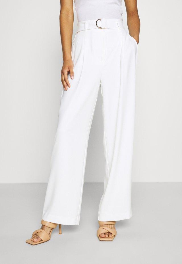 BIANCA WIDE LEG BELTED PANTS - Kalhoty - porcelain