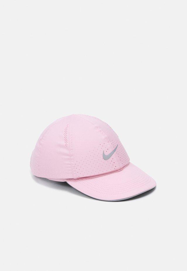 RUN - Czapka z daszkiem - pink glaze