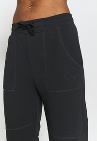 ONLY Play - ONPMIKA 7/8 SLIM PANTS - Joggebukse - black melange - 5