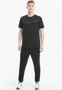 Puma - THERMO - Print T-shirt - puma black - 1