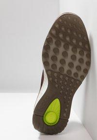 ECCO - ST.1 HYBRID - Sznurowane obuwie sportowe - cognac - 6
