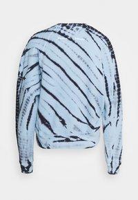 Proenza Schouler White Label - MODIFIED RAGLAN TIE DYE - Sweatshirt - light chambray/navy - 7