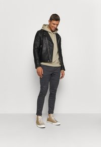 INDICODE JEANS - EBERLEIN WITH ROLL UP CHECK - Trousers - mecan grey - 1