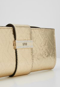 Guess - HIGHLIGHT WRISTLET - Pochette - gold - 7
