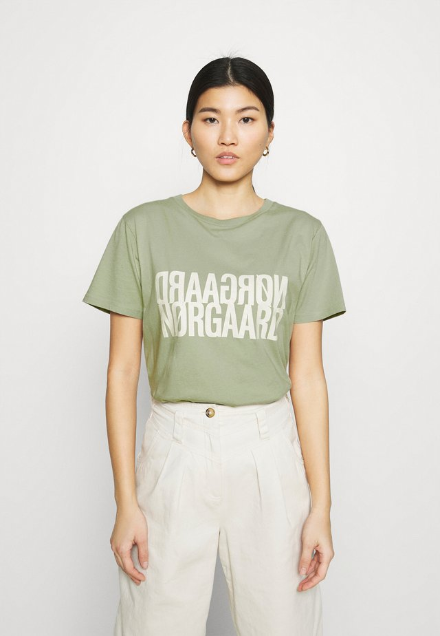 SINGLE ORGANIC TRENDA  - T-shirt con stampa - light army