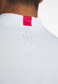 Nike Golf - BLADE - Triko spotiskem - white/gym red/white - 6
