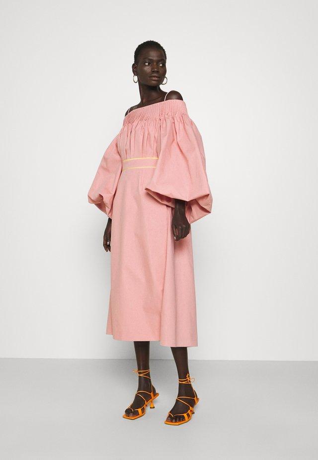 UYUNI DRESS - Korte jurk - blush