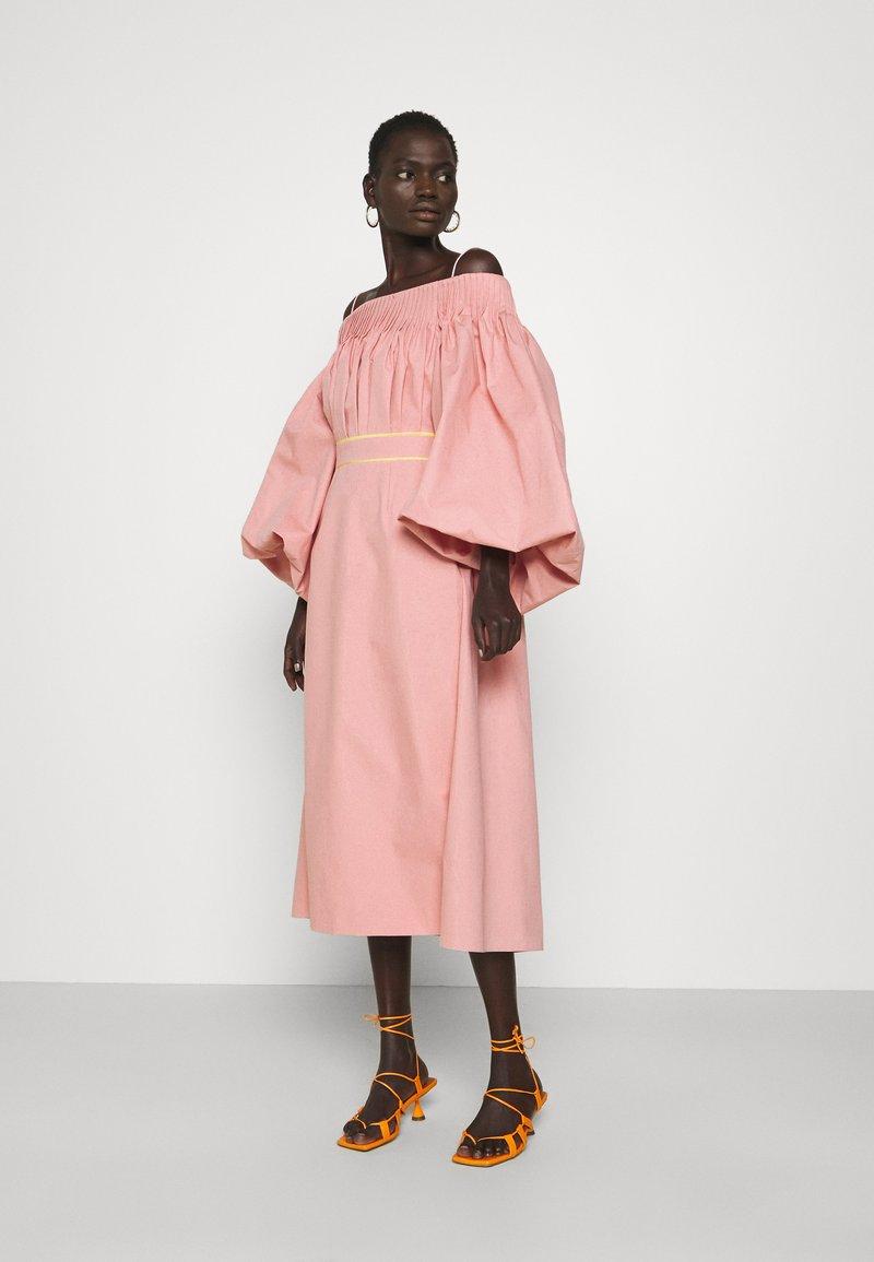 Roksanda - UYUNI DRESS - Denní šaty - blush
