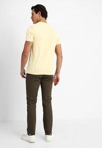 Lyle & Scott - T-shirt - bas - vanilla cream - 2