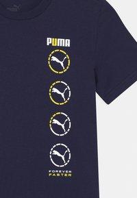Puma - ACTIVE SPORTS GRAPHIC UNISEX - T-shirt print - peacoat - 2