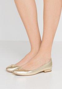 Lauren Ralph Lauren - METALLIC GISSELLE - Ballet pumps - pale gold - 0