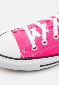 Converse - CHUCK TAYLOR ALL STAR PET SEASONAL COLOR UNISEX - Trainers - hyper pink - 5