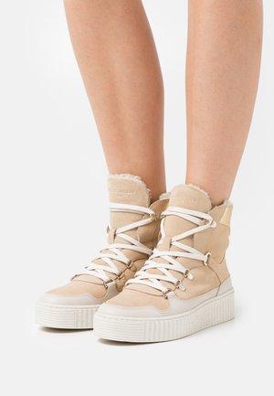 FEMININE OUTDOOR BOOT - Winter boots - clayed pebble