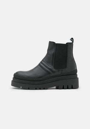 BIADEMA SHORT BOOT - Platåstøvletter - black