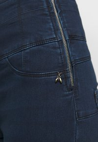 Patrizia Pepe - PANTALONI TROUSERS - Jeans Skinny Fit - washed dark blue - 4