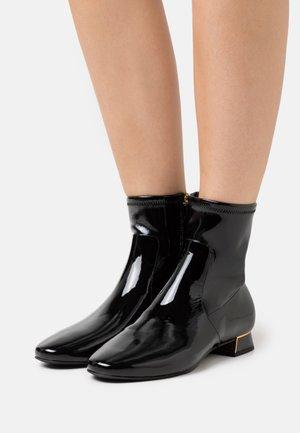 GIGI BOOTIE - Kotníkové boty - perfect black