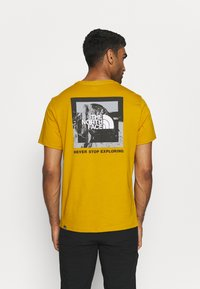 The North Face - NEW CLIMB TEE - T-shirt med print - arrowwood yellow - 2