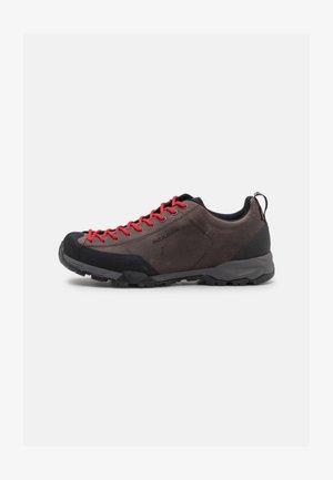MOJITO TRAIL GTX - Běžecké boty do terénu - brown
