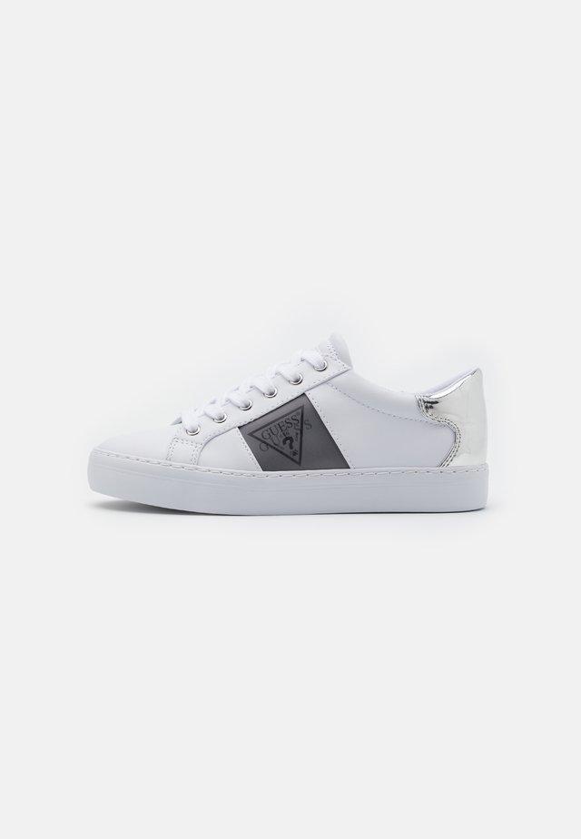 GALLIE - Baskets basses - white/silver