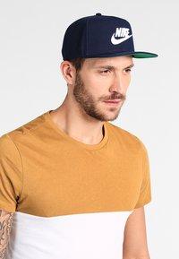 Nike Sportswear - FUTURA PRO - Cap - obsidian/pine green/black/white - 1