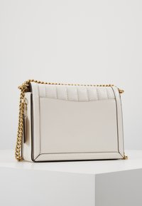 Coach - SOUFFLE QUILTING HUTTON SHOULDER BAG - Kabelka - chalk - 2