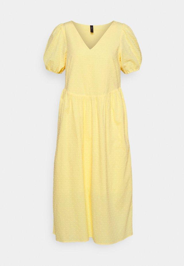 YASBANA MIDI DRESS - Denní šaty - pale banana
