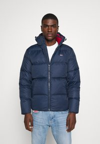 Tommy Jeans - TJM ESSENTIAL DOWN JACKET - Bunda z prachového peří - twilight navy - 0