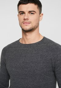 Jack & Jones - JJEHILL - Jumper - dark grey melange - 5