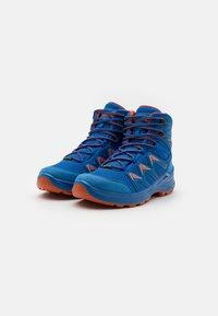 Lowa - INNOX PRO GTX MID JUNIOR UNISEX - Hiking shoes - blau/orange - 1