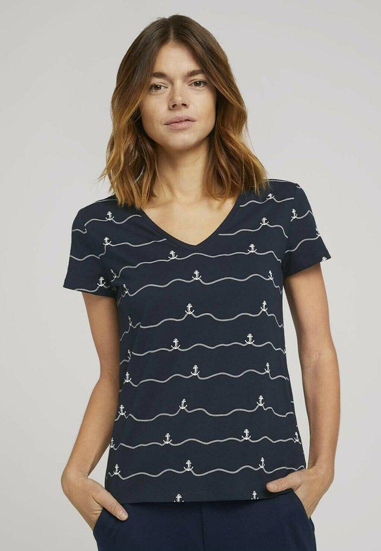 TOM TAILOR DENIM - V-NECK TEE - Print T-shirt - navy stripe anchor