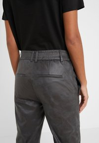 DRYKORN - FIND - Trousers - black - 5