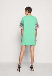 Versace Jeans Couture - Sukienka z dżerseju - rose wild orchid - 2