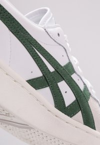 Onitsuka Tiger - GSM - Sneakersy niskie - white/hunter green - 5