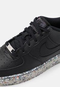 Nike Sportswear - AIR FORCE 1 KSA UNISEX - Trainers - black/metallic silver - 5
