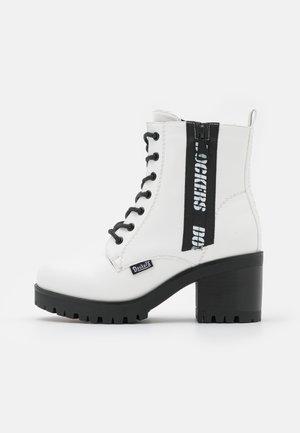 Kotníkové boty na platformě - weiß